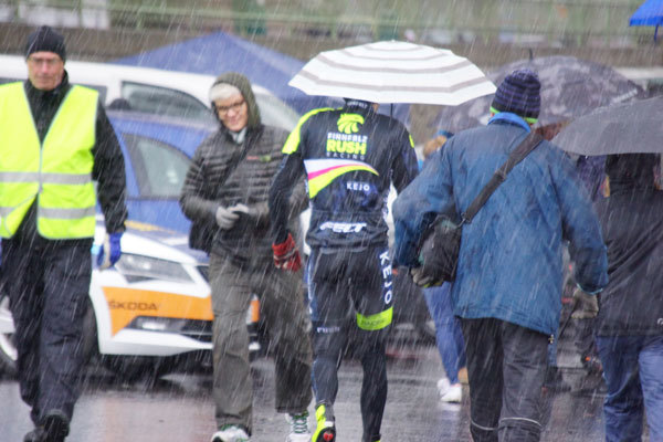 ice cold rain and the cycling race