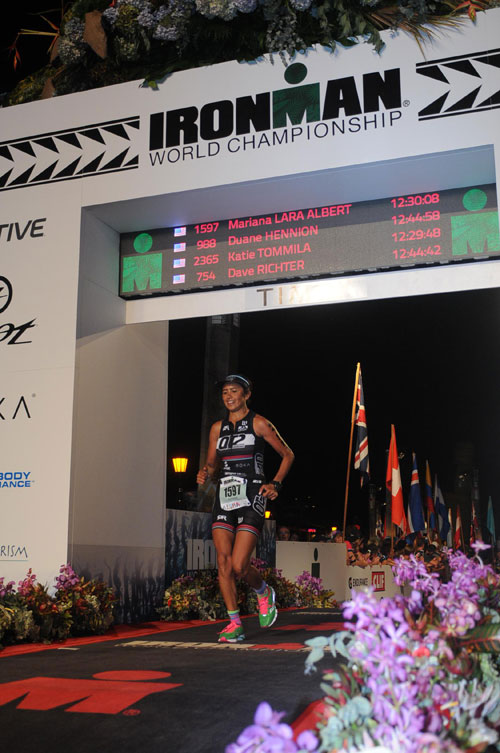 Mariana Lara Albert triathlon finish