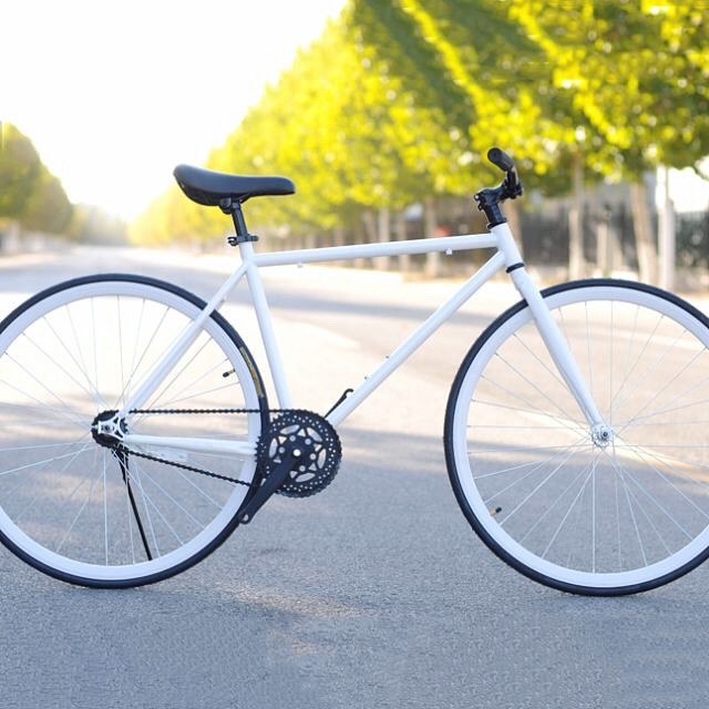 Road bike: the rocket powered by a passenger